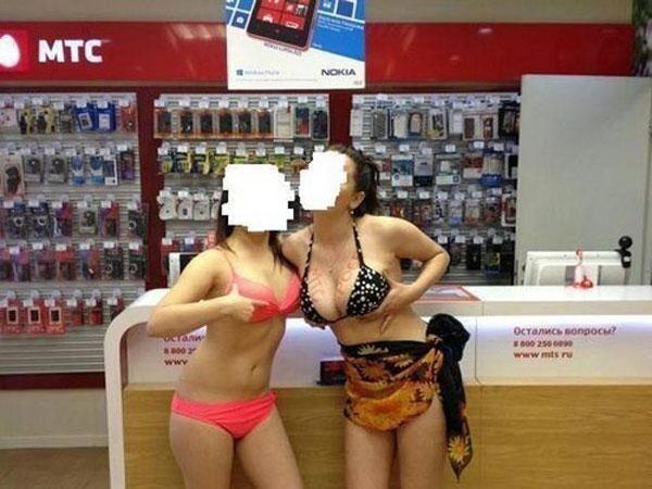 фото секс с продавщицей в чулках и с покупателем разжал свои, как